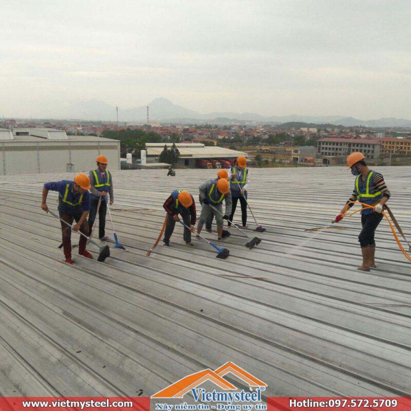 Đơn vị thi công sơn mái nhà chống nóng, chống rỉ giá rẻ tại TPHCM